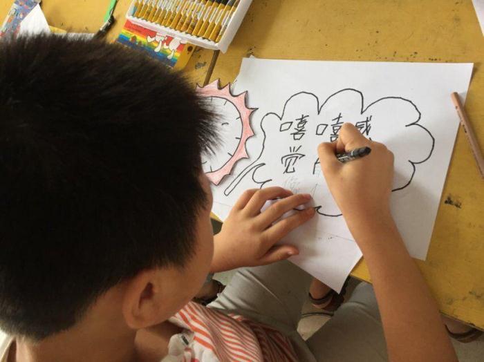 二年级的蛋壳贴画,激起了小朋友们极大的兴趣,从最初的学生一起洗
